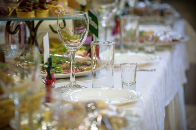 Banketthalle im Restaurant Konzept: Dienen feier jahrestag hochzeit stockbild
