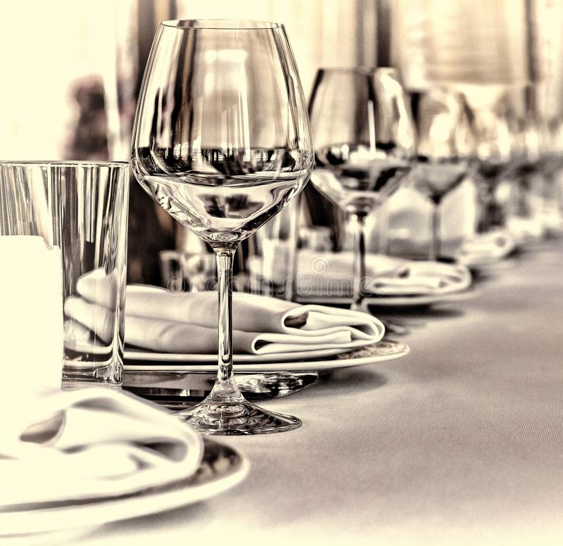 Banketthalle im Restaurant Konzept: Dienen Feier-Jahrestags-Hochzeit stockbild