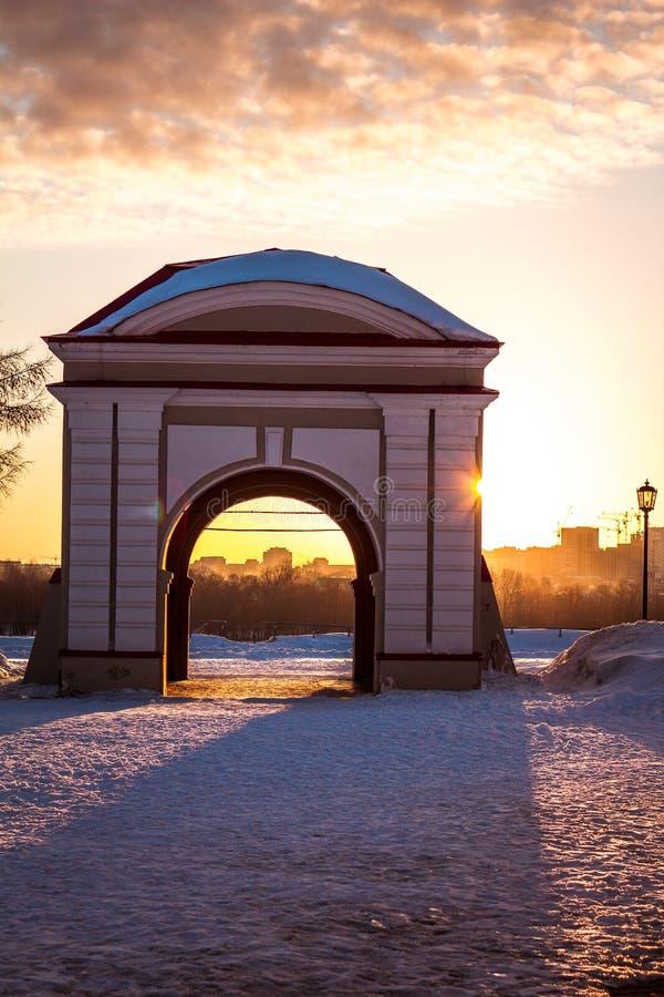 Bankfluß - Wintersonnenuntergang stockfotos