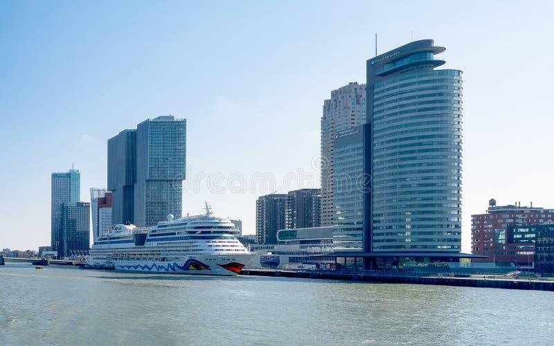 Banki Nowy Meuse w Rotterdam w holandiach obraz royalty free