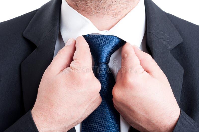 Bankier of verkopers administratief bevestigen stock fotografie
