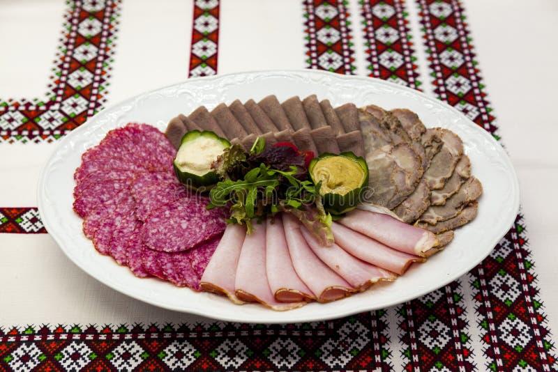 Bankieta menu Wyśmienicie asortyment salami, uwędzony mięso, pieczona wołowina, wołowina jęzor, horseradish i musztarda, Wielki p obrazy stock