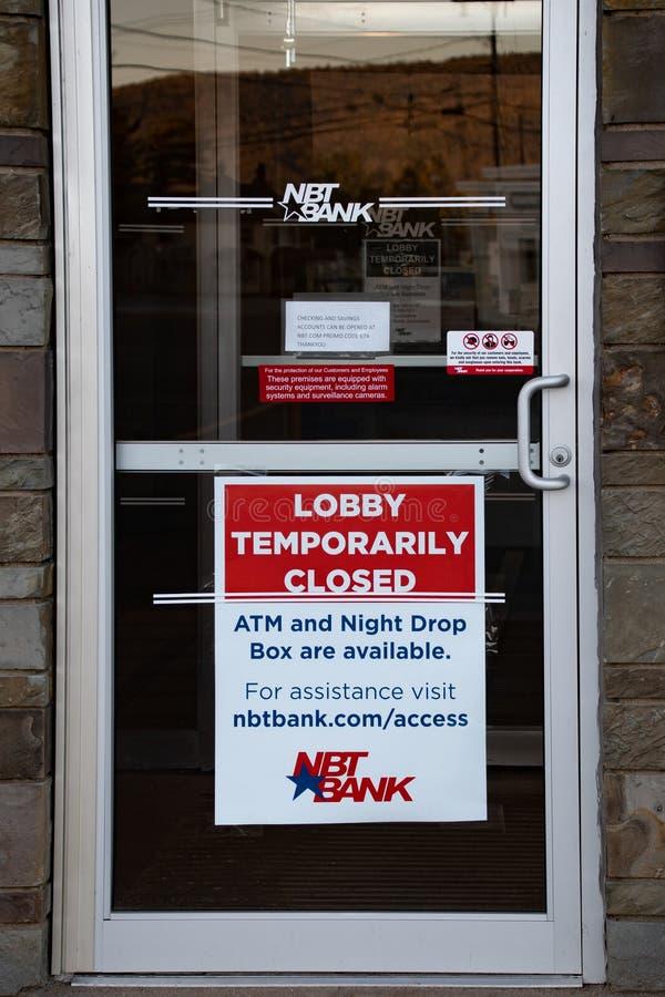 Banklobbyns stängningssignal arkivfoto