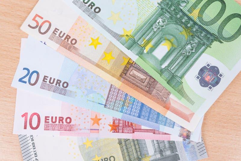 Download Banknotów Zbliżenia Euro Ostrości Przesmyk Obraz Stock - Obraz złożonej z tło, euro: 42525395