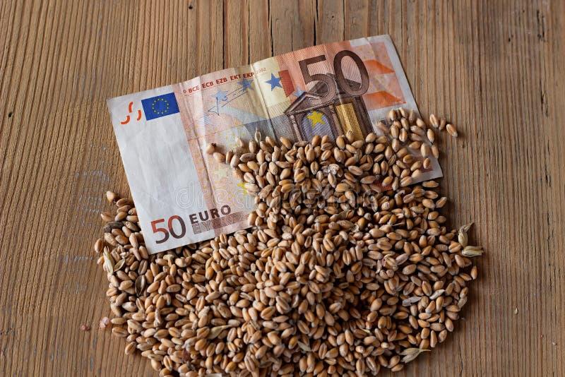 Banknote und Weizen stockfotografie
