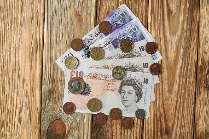 Banknoten und Münzen vom Vereinigten Königreich stockfotografie