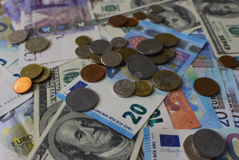 Banknoty i monety tło Pieniądze różny kraju tło Finanse i bogactwo Gotówka i zamożny obrazy stock
