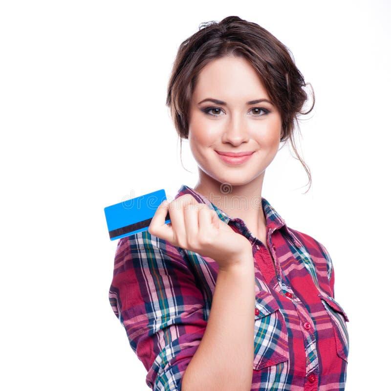 Bankowość i płatniczy pojęcie - uśmiechnięta elegancka kobieta z plastikową kredytową kartą obraz royalty free