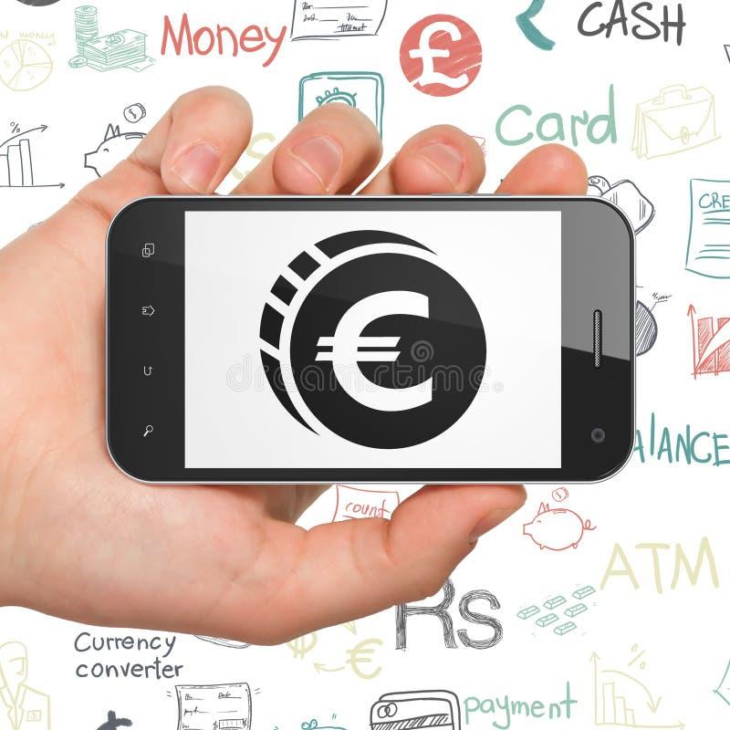 Bankowości pojęcie: Ręka Trzyma Smartphone z euro monetą na pokazie obraz royalty free