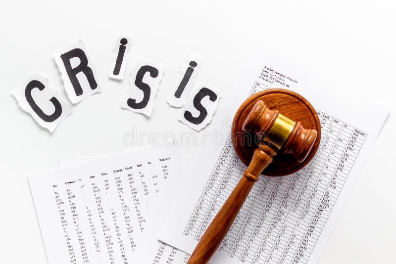 Bankructwo, kryzys finansowy - sędzia gavel - na białym tle obraz royalty free