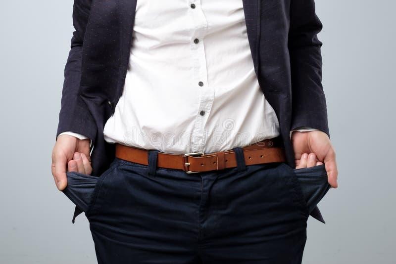 Bankrutującego mężczyzny seansu pusta kieszeniowa ręka Negatywna ludzka emocja fotografia stock