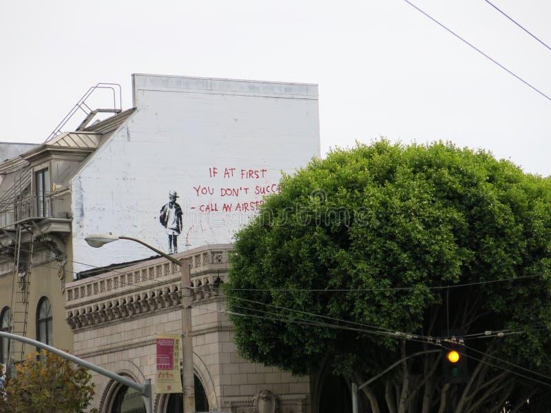 Banksy-Graffitigrafik in San Francisco lizenzfreies stockfoto