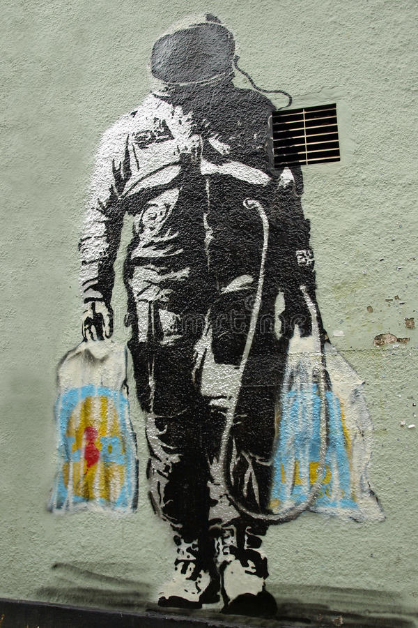 Bankys太空人在墙壁上的街道画艺术在布里斯托尔 库存照片