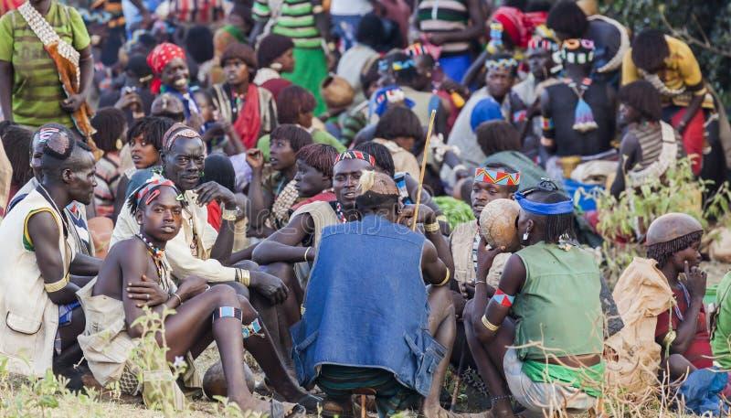 Banna folk på bymarknaden Nyckel- avlägset, Omo dal ethiopia royaltyfri fotografi