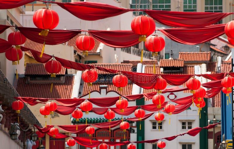 banners crisscrossing lanternsand red στοκ εικόνες με δικαίωμα ελεύθερης χρήσης