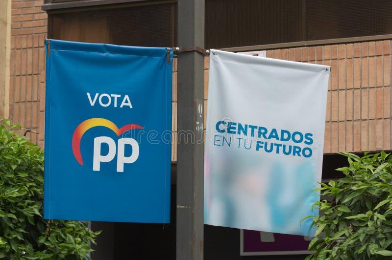 Banners die in de straat van de politieke partij van pp voor Europees en de gemeenteraadsverkiezingen hangen royalty-vrije stock afbeeldingen