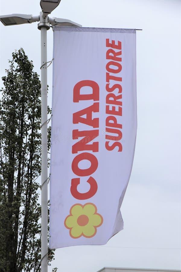 Bannersignage van een Conad-Opslag, Italiaans merk van supermarkt royalty-vrije stock foto's