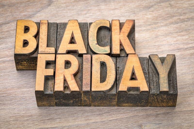 Bannière de Black Friday dans le type en bois photos stock