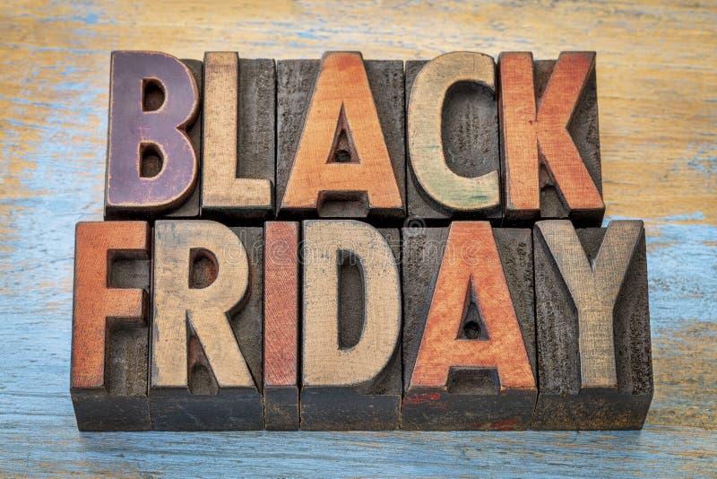 Bannière de Black Friday dans le type en bois d'impression typographique photo stock