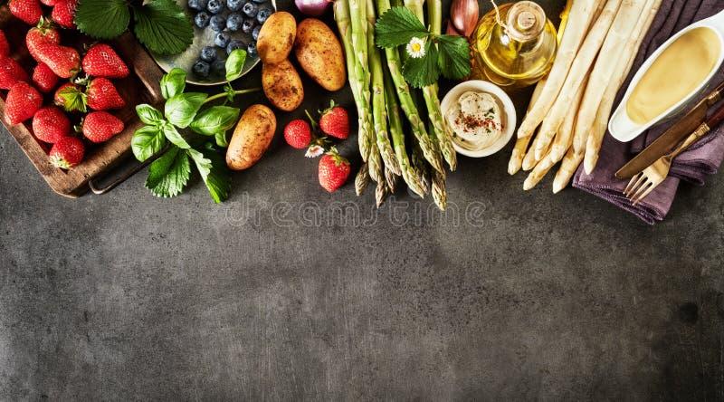 Bannière de panorama des ingrédients de nourriture frais de ressort photographie stock libre de droits