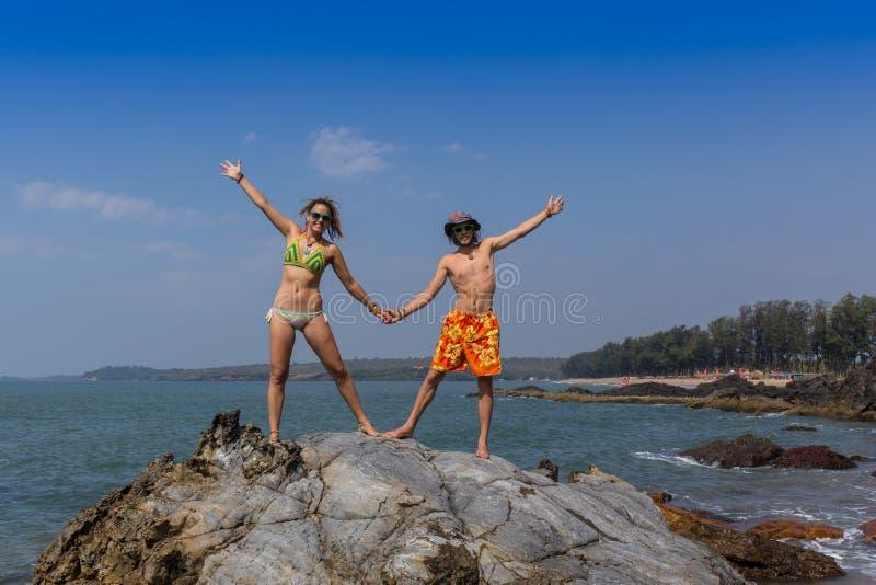 Bannière de voyage de plage - couple romantique photographie stock libre de droits
