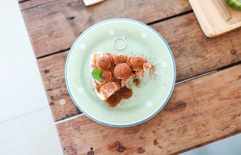 banoffee饼用香蕉,打好的奶油,巧克力, coff上面  免版税库存照片