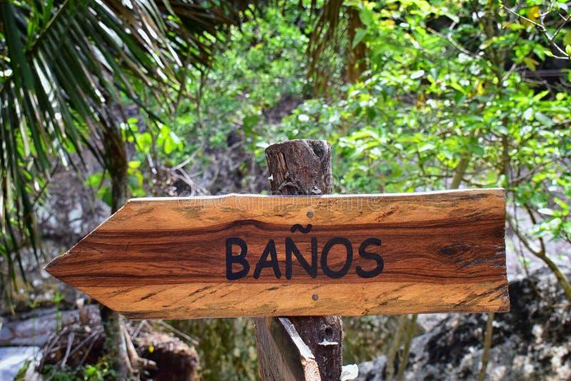 Banos, muestra del cuarto de baño en el rastro en el EL Eden por Puerto Vallarta México en donde se han filmado las películas fotos de archivo