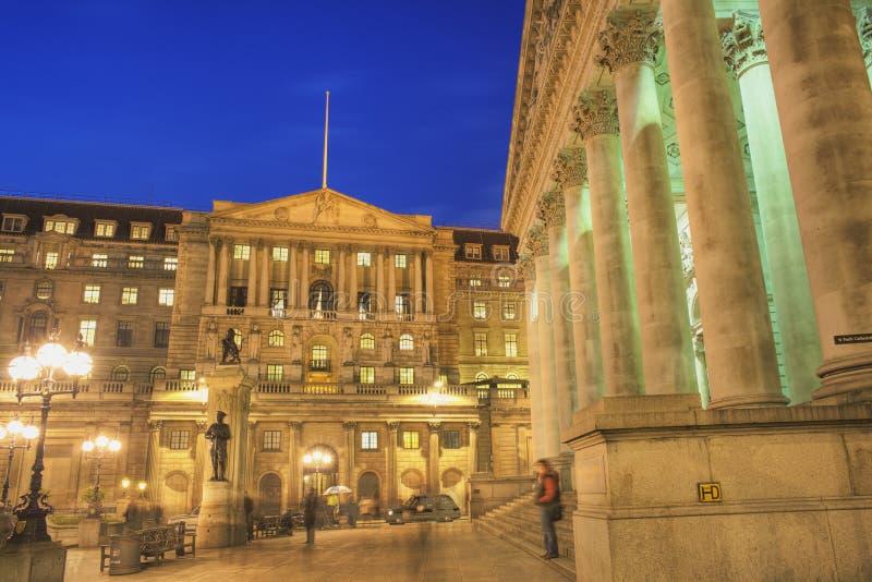 Banque d'Angleterre et l'échange royal au crépuscule photographie stock libre de droits