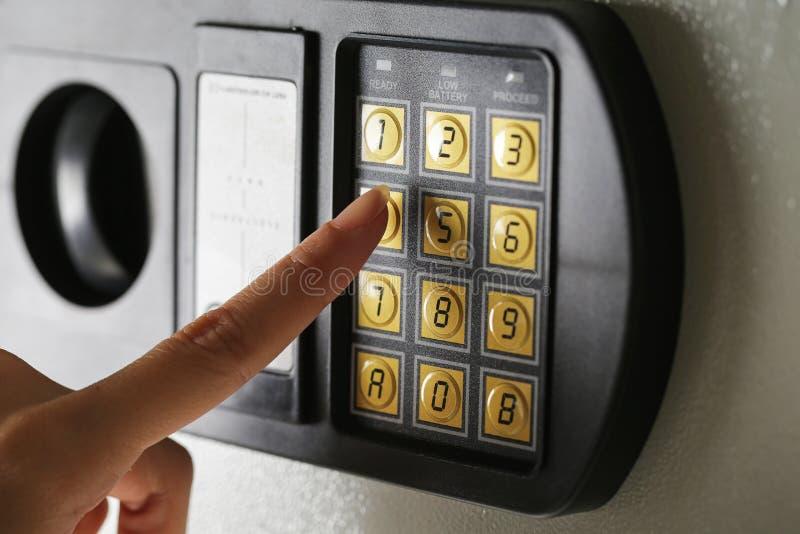 Banque sûre de boîte de sécurité de protection de nombre de protection de mot de passe de code de serrure image stock