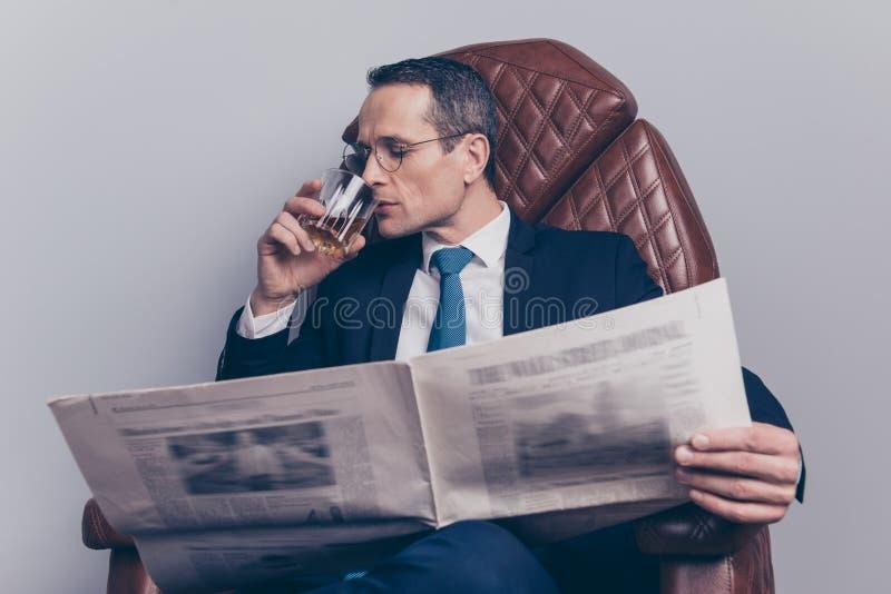 Banqueiro clássico m do acionista do estilo de vida da tendência da forma do tux do lazer imagens de stock royalty free