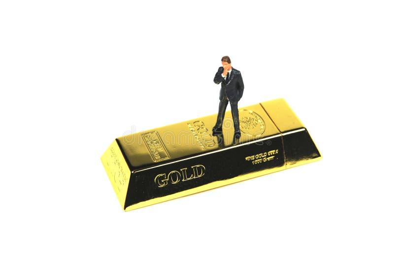 Banqueiro em uma barra do ouro imagem de stock