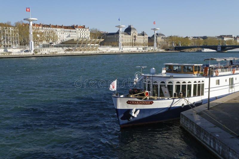 Banques du Rhône dans la ville de Lyon photos libres de droits