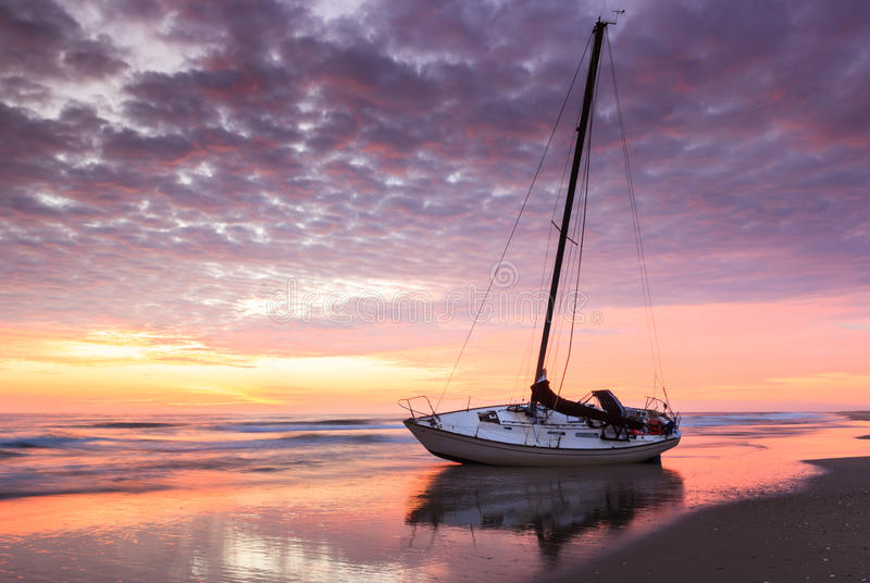 Banques externes la Caroline du Nord de bord de la mer de Hatteras de naufrage de lever de soleil photo stock