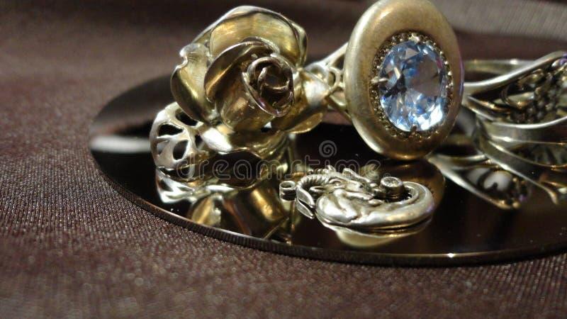 Banquete de boda de plata de la novia de la decoración del anillo imagenes de archivo