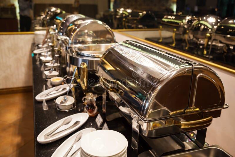 Banquete do bufete do serviço da restauração do alimento do restaurante do hotel para cerimônias de casamento, seminário, reunião imagem de stock