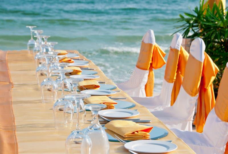 Banquete na praia imagem de stock royalty free