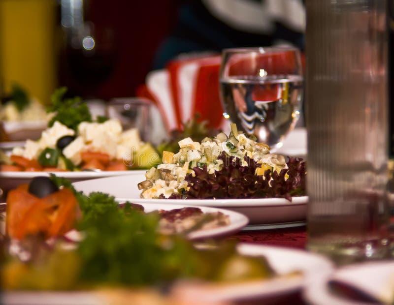 Banquete no restaurante. Foco em um prato fotos de stock