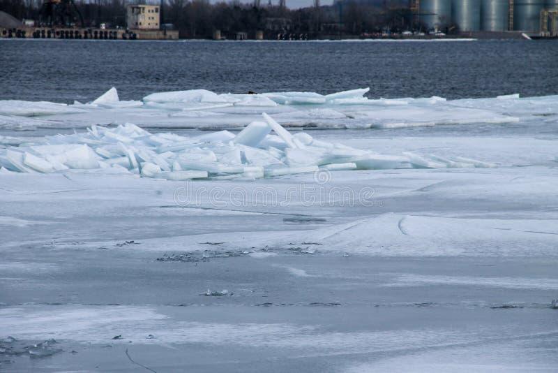 Banquisas de gelo no rio Dnieper imagens de stock royalty free