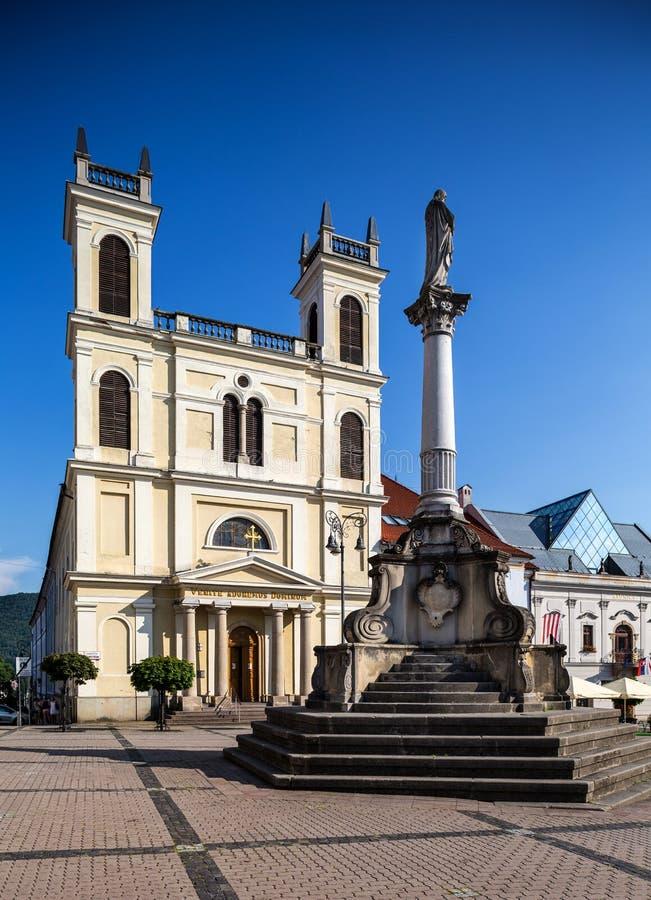Banska Bystrica - κύριο παλαιό τετράγωνο - ST Εκκλησία του Francis στοκ εικόνες