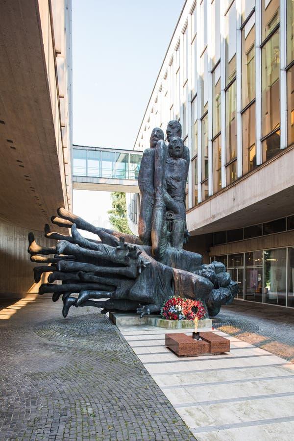 Banska Bystrica, Σλοβακία - σύγχρονη οικοδόμηση του μουσείου - μέσα στο γλυπτό στοκ φωτογραφίες