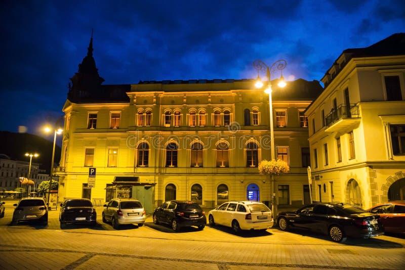 Banska Bystrica alla notte immagini stock
