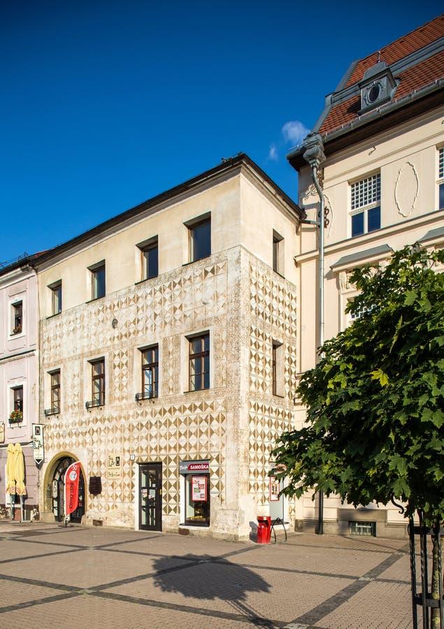 Banska Bystrica, Eslovaquia - viejo cuadrado principal - vivienda del renacimiento fotos de archivo libres de regalías