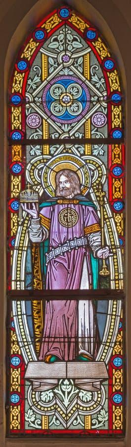 BANSKA STIAVNICA, ESLOVAQUIA - 5 DE FEBRERO DE 2015: El rey de St Stephen de Hungría en el cristal en iglesia del st Elizabeth a  fotos de archivo libres de regalías