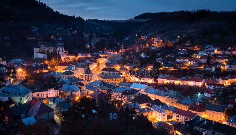 Banska Stiavnica på natten, Slovakien arkivfoton