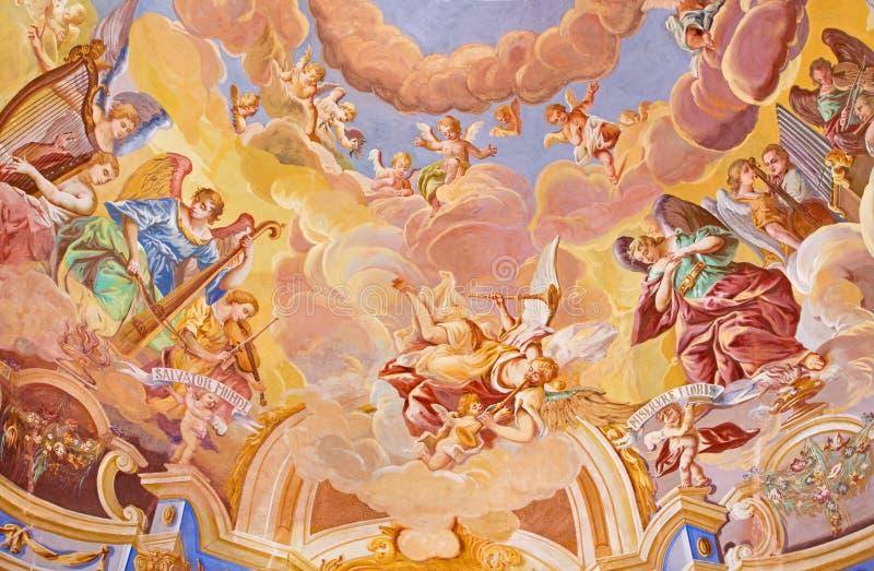BANSKA STIAVNICA, SLOWAKIJE - FEBRUARI 20, 2015: Het detail van fresko op koepel in de middenkerk van barokke calvary stock afbeeldingen