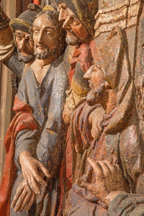Banska Stiavnica - szczegół rzeźbiący reliefowy Jezus potępia śmierć jako część barokowy Kalwaryjski zdjęcia royalty free