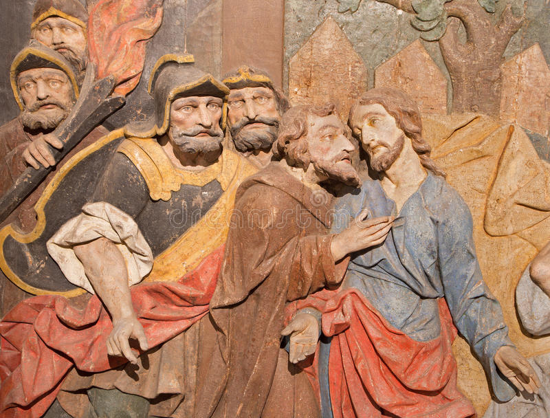 Banska Stivnica - η λεπτομέρεια της χαρασμένης ανακούφισης της προδοσίας Judas ως μέρος μπαρόκ Calvary από τα έτη 1744 - 1751 στοκ φωτογραφία με δικαίωμα ελεύθερης χρήσης