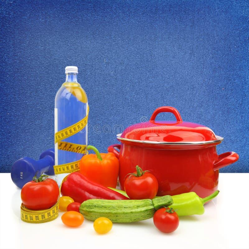 Banta begreppet med färgrika grönsaker royaltyfri bild