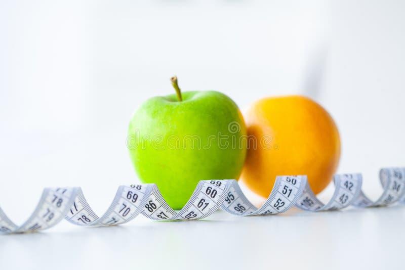 banta Kondition och sund mat bantar begrepp Allsidig kost med royaltyfria bilder