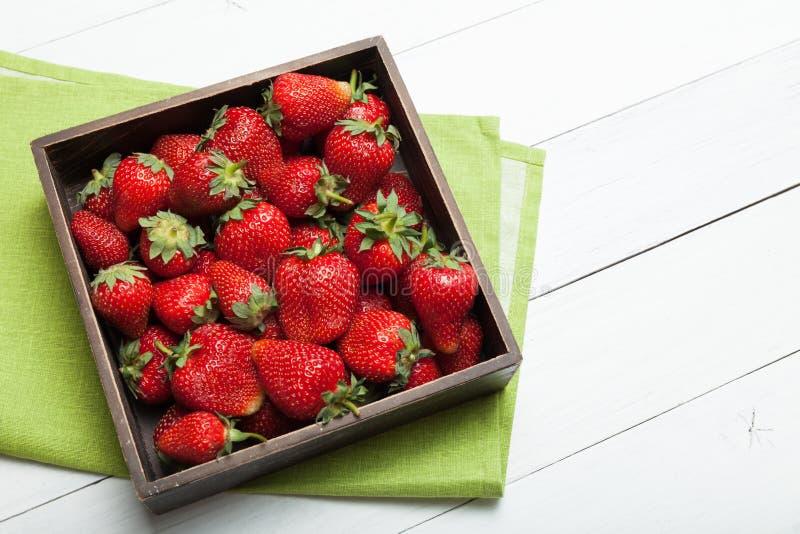 Bantar den läckra efterrätten för jordgubben, ny mat Kopiera utrymme f?r text royaltyfri fotografi
